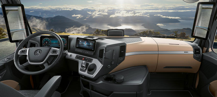 Actros multimedia cockpit