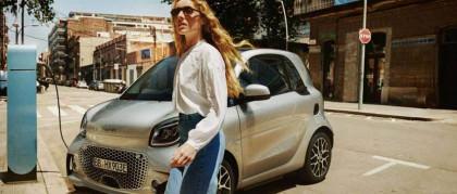 smart EQ fortwo: parcheggia a spina.
